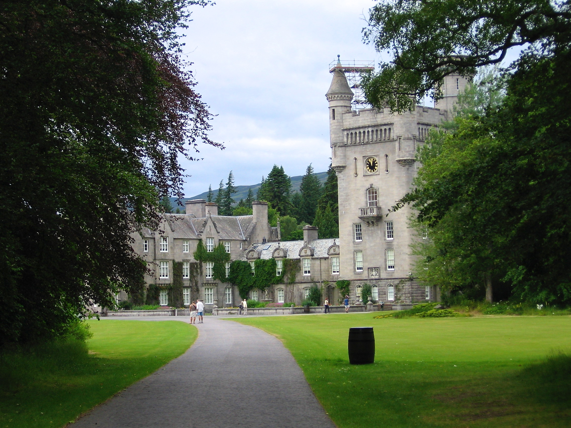 travel: scotland's a-93 to balmoral castle | nest jewelry
